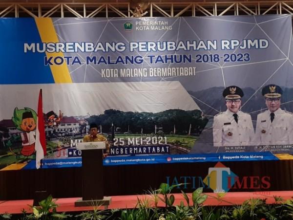 Wali Kota Malang Sutiaji saat mengisi acara Musrenbang Perubahan RPJMD Kota Malang tahun 2018-2023 di Hotel Savana, Selasa (25/5/2021). (Arifina Cahyanti Firdausi/MalangTIMES).