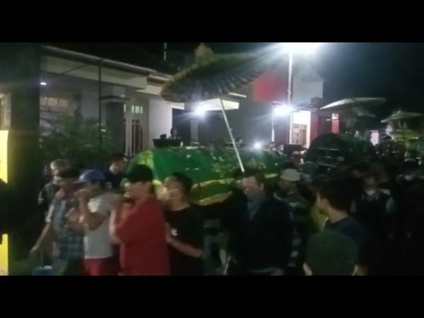 Pemberangkatan bersama korban kecelakaan Poncokusumo (potongan video)