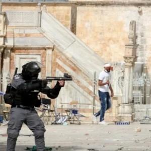 Viral Aksi Pemukim Yahudi Serang Masjid al-Aqsa Dibantu Tentara Israel