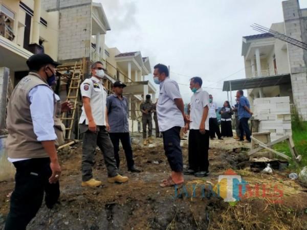 Sidak tim gabungan pada Pengembang Rumah yang tidak memiliki izin di Desa Beji Kecamatan Junrejo, Kota Batu (foto ilustrasi/dok Jatim Times)