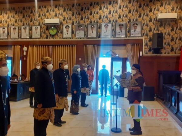 Pengukuhan pengurus BPPD Kota Malang tahun 2021-2024 oleh Wali Kota Malang Sutiaji di Ruang Sidang Balai Kota Malang, Kamis (27/5/2021). (Arifina Cahyanti Firdausi/MalangTIMES).