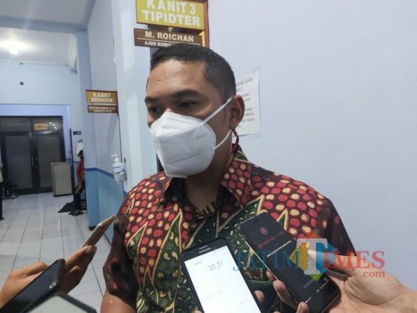 Kasat Reskrim Polresta Malang Kota Kompol Tinton Yudha Riambodo saat ditemui di Mapolresta Malang Kota, Jumat (28/5/2021). (Foto: Tubagus Achmad/MalangTIMES)