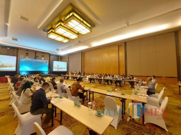 Ketua DPRD Kota Batu Asmadi saat memimpin jalannya proses pemaparan Rancangan Peraturan Daerah tentang Rencana Tata Ruang Wilayah Kota Batu tahun 2019-2039, Sabtu (29/5/2021). (Foto: Tubagus Achmad/MalangTIMES)