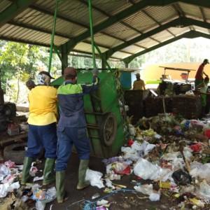 Gunungan Sampah dan Kemunculan 'Dewa Penolong' di Kota Malang