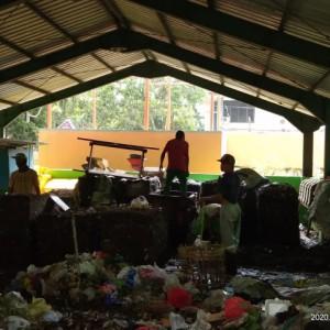 Suka Duka Penggerobak, Kais Rezeki Sekaligus Kurangi Sampah Plastik Kota Malang