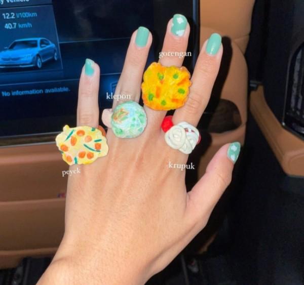 Antimainstream, cincin berbentuk gorengan hingga kerupuk. (Foto: Instagram @putrisamboda).