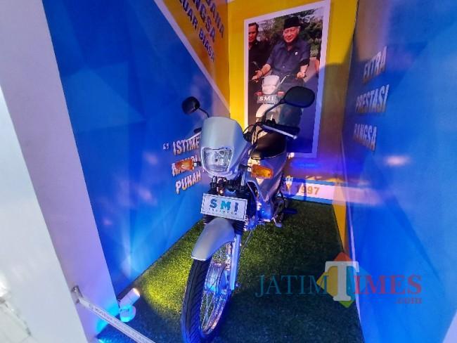 Sepeda motor nasional SMI Expressa.