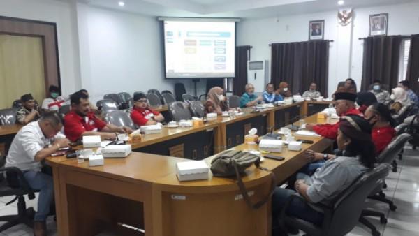 Suasana hearing antara Komisi II DPRD Kabupaten Malang, Perumda Tirta Kanjuruhan dan DPD LiRa Malang Raya (foto: istimewa)