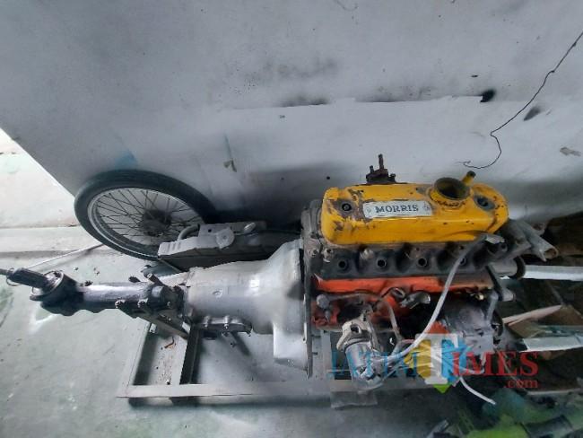Mesin asli dari Oplet Morris Traveller milik Rano Karno yang digunakan dalam Film Si Doel Anak Sekolahan.