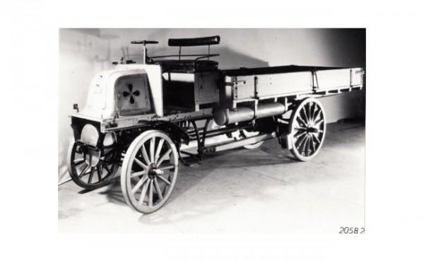 Penampakan truk pertama di dunia (Foto: Daimler AG)