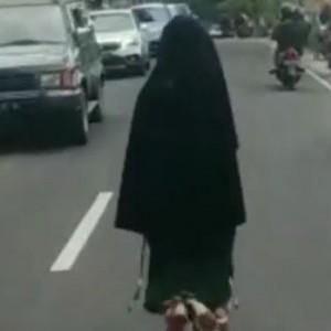 Viral Video Perempuan Bercadar Bikin Kemacetan Gegara Di-Ghosting Pacar