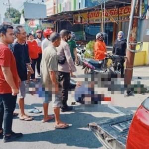 Ban Motor Pecah, Pasutri Asal Blitar Tewas Setelah Hantam Aspal