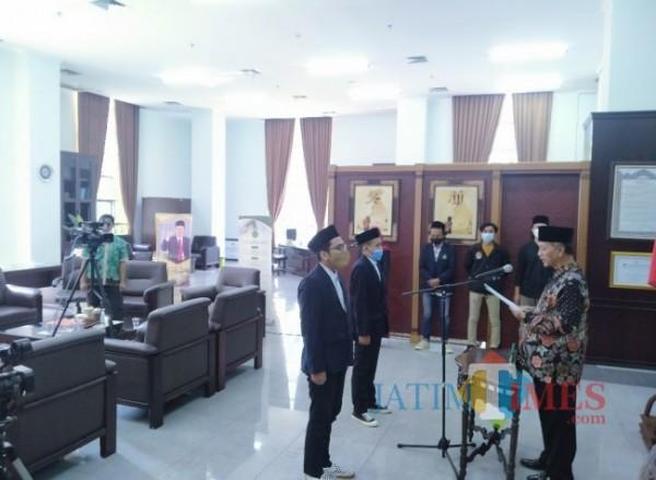 Rektor UIN Maliki Malang, Prof Abdul Haris yang melakukan serah terima jabatan Sema dan Dema (Anggara Sudiongko/MalangTIMES)