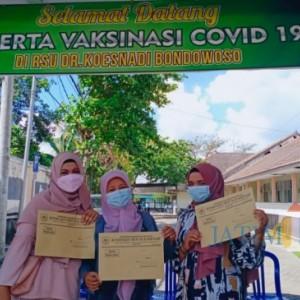 Persiapan Sekolah Tatap Muka, Ribuan Guru di Bondowoso Divaksin