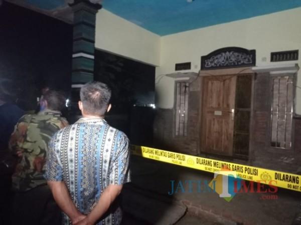 Rumah di Gondanglegi tempat kejadian wanita ditemukan tewas.(foto: Hendra Saputra/MalangTIMES)