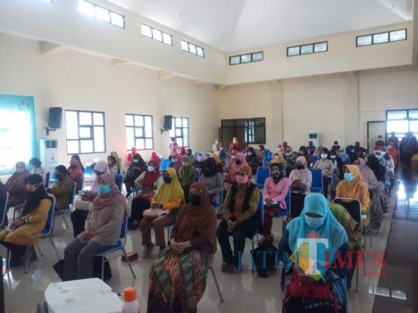 Sosialisasi LLTT DPUPRPKP Kota Malang kepada anggota PKK Kota Malang yang dihadiri oleh Ketua TP PKK Kota Malang, Widayati (Anggara Sudiongko/MalangTIMES)