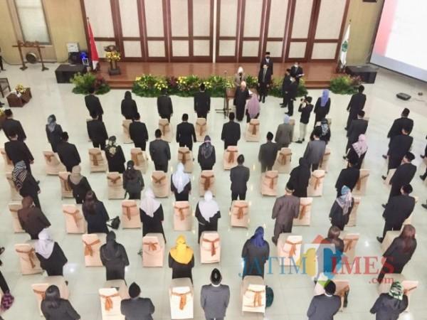 Aparatur Sipil Negara saat mengikuti pelantikan di Graha Pancasila Balai Among Tani Kota Batu. (Foto: Irsya Richa/ MalangTIMES)
