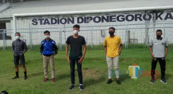 Rafi Ardiono (Depan) pemain Banyuwangi yang mengikuti seleksi Timnas U-16 tahap II di Stadion Bung Tomo Surabaya Nurhadi Banyuwangi Jatim Times