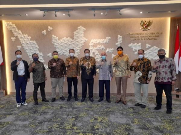 Pengurus Besar Wushu Indonesia (PB WI) dan Pengurus Pusat Kick Boxing Indonesia (PP KBI) usai beraudiensi dengan Airlangga Hartarto yang juga Ketua Umum PB WI dan Dewan Pembina PP KBI, di Kantor Kemenko Perekonomian. (HO/PB Wushu Indonesia)