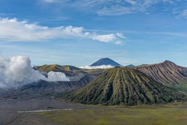 Ilustrasi pemandangan Gunung Bromo yang berada di dalam kawasan Taman Nasional Bromo Tengger Semeru (TNBTS). (Foto: kompas.com)