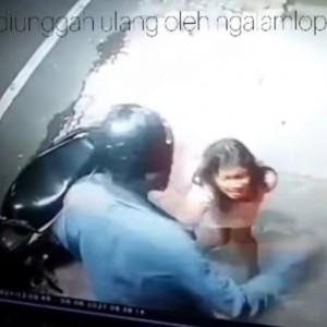 Viral Rekaman Wanita Seksi di Turen Dianiaya, Aksi Terekam CCTV