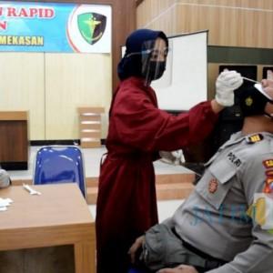 Cegah Sebaran Covid-19, Ratusan Anggota Polres Pamekasan Dirapid Test Antigen