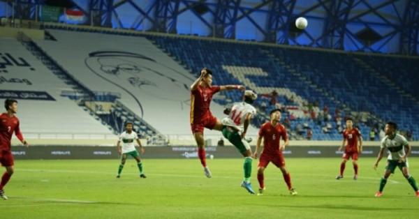Timnas Indonesia melawan Vietnam di Stadion Al Maktoum, Dubai, Uni Emirat Arab (UEA), Senin (7/6/2021) kemarin. (Foto istimewa)