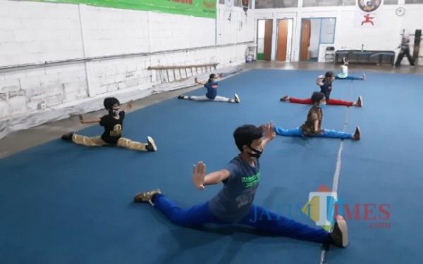 Atlet Wushu Kota Malang sedang laksanakan proses latihan (foto: Mariano Gale/Jatim Times)