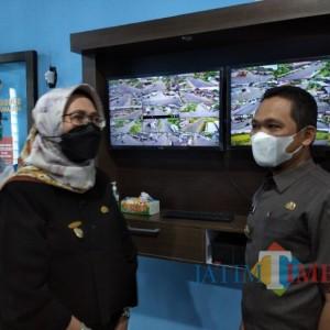 Bupati dan Wabup Lumajang Sidak ATCS CCTV di Dishub Lumajang