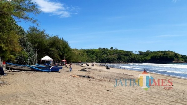 Pantai Serang, salah satu destinasi wisata andalan Kabupaten Blitar.(Foto : Malik Naharul/BlitarTIMES)
