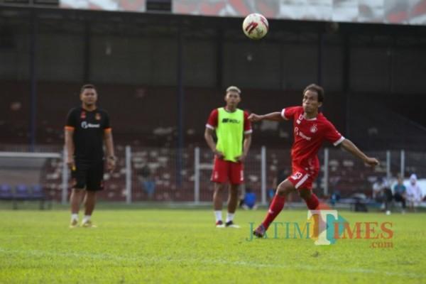 Persik Kediri saat berlatih di Stadion Brawijaya.(eko arif s/Jatimtimes)