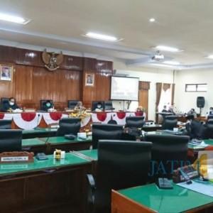 Dewan Trenggelek Sampaikan Pandangan Umum Fraksi Terhadap LKPJ Bupati