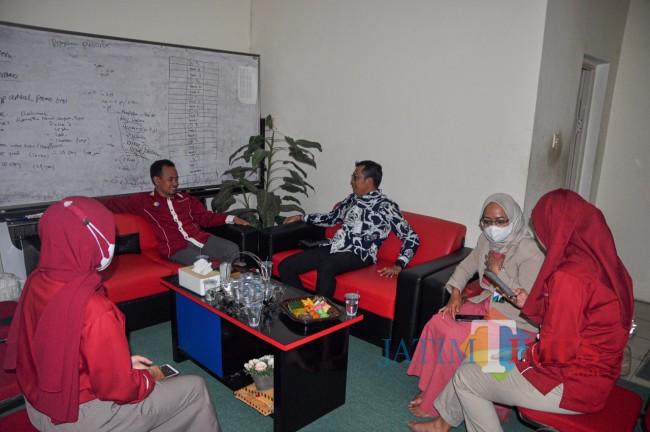 Suasana silaturahmi BPJS-Ketenagakerjaan ke kantor JatimTIMES, Rabu (9/6/2021). (Yogi Iqbal/MalangTIMES).