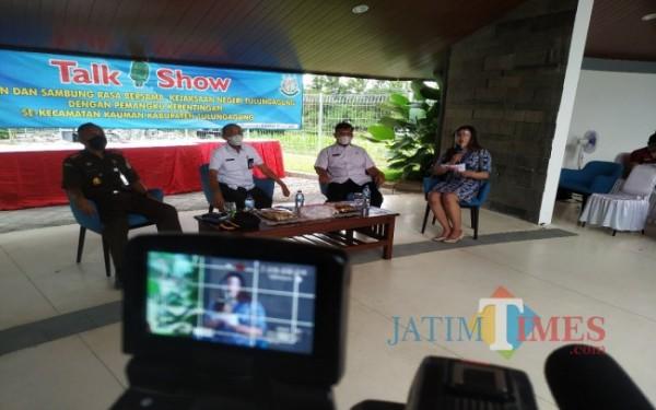 Talk show Kejari, DPMD dan Inspektorat di Kecamatan Kauman (Foto: Anang Basso/ TulungagungTIMES)