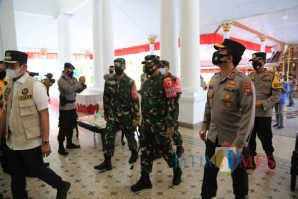 Pangdam V Brawijaya dan Kapolda Jatim saat Kunjungi Kabupaten Bangkalan (Foto: Imam JatimTIMES)