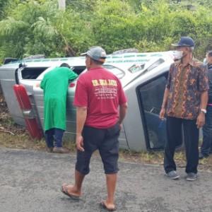 Keliling Desa Gelar Vaksinasi Covid-19, Ambulans Puskesmas Bakung Terguling