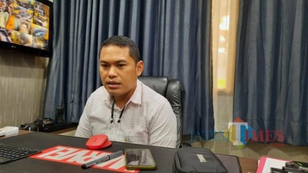 Kasat Reskrim Polresta Malang Kota Kompol Tinton Yudha Riambodo saat ditemui awak media di ruangan kerjanya, Kamis (10/6/2021). (Foto: Tubagus Achmad/MalangTIMES)