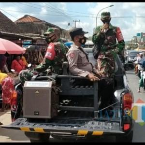 Keliling Kecamatan Palengaan, Petugas Gabungan Imbau Warga Patuhi Prokes
