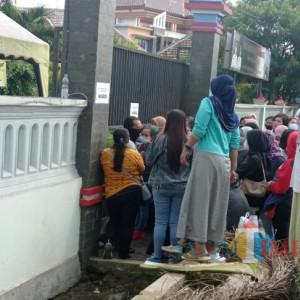 Vaksinasi Massal di Kecamatan Tumpang Membludak, Warga Kota Malang Ikutan Antre!
