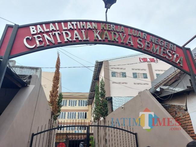Gerbang BLK-LN PT CKS.