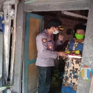 Sisir Rumah Penduduk, Cara Polisi Jombang Beri Bantuan di Tengah Kondisi Covid-19