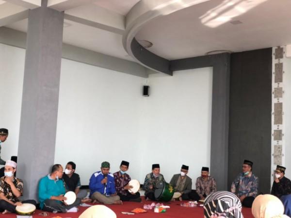Suasana istigasah, khatmil quran, dan shalawat nabi UIN Maliki Malang pada setiap Minggu, dihadiri oleh seluruh jajaran UIN Maliki Malang (Ist)
