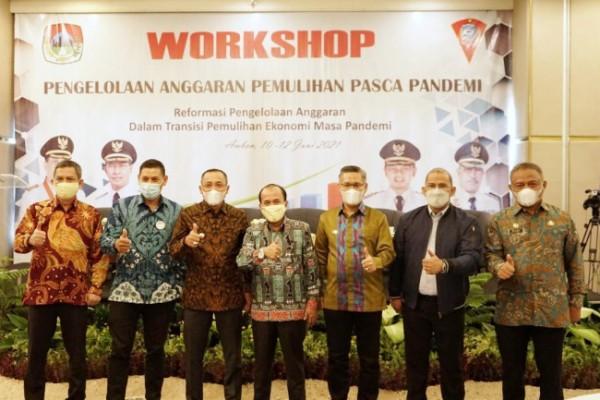 Wali Kota Kediri menjadi ketika menjadi narasumber dalam Workshop Pengelolaan Anggaran Pemulihan Pasca Pandemi, Jumat (11/6) bertempat di Kota Ambon. (Foto: Ist)