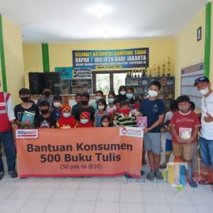 Tingkatkan Minat Belajar, Alfamart Berikan Bantuan 500 Buku Tulis Kepada Anak-anak di Kampung Sinau