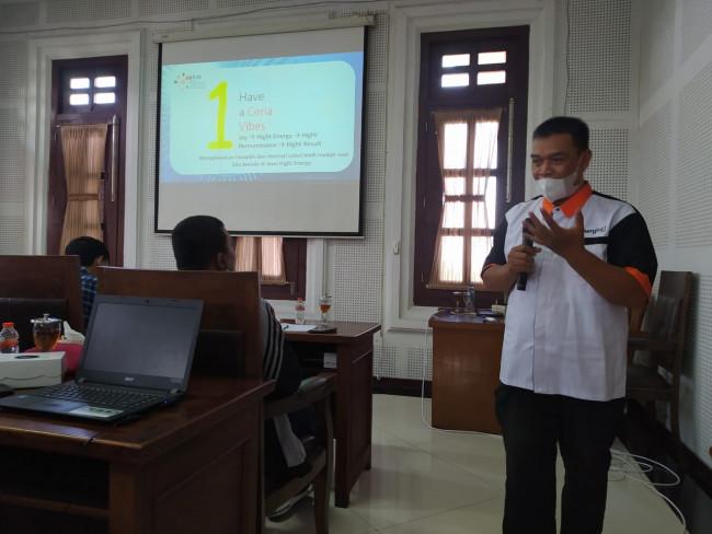 Pemateri pelatihan digital marketing M Suef.