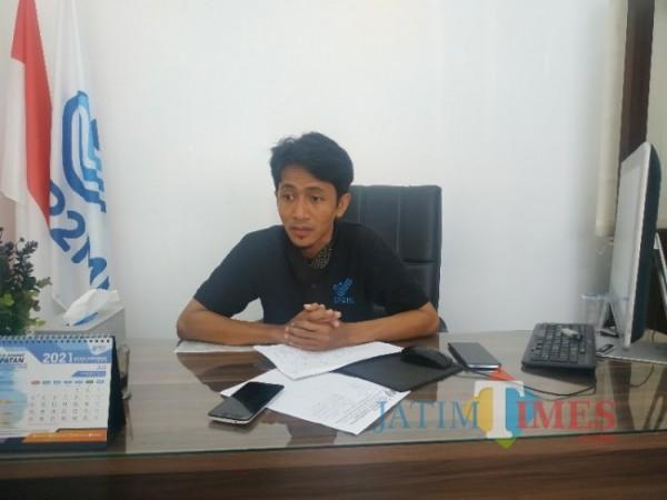 Ketua Kepala UPT Badan Perlindungan Pekerja Migran Indonesia (BP2MI) Malang, Kholid Habibi saat ditemui di kantornya, Minggu (13/6/2021) (foto: Mariano Gale/Jatim Times)