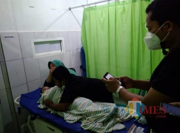Korban saat di rumah sakit didampingi kedua orang tuanya. (Ist)