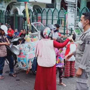 Antisipasi Lonjakan Covid-19, Satpol PP Tertibkan Kawasan Alun-Alun Kota Malang
