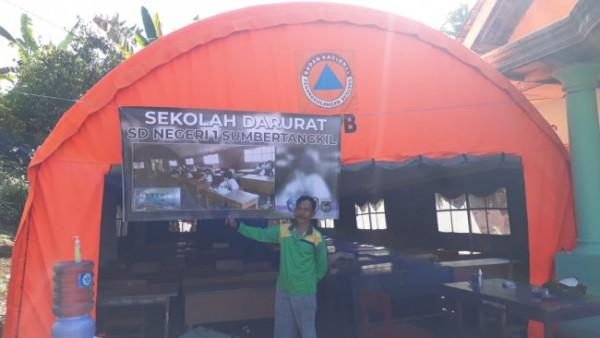 Tenda tempat siswa SDN Sumbertangkil 1, Kecamatan Tirtoyudo mengikuti ujian (foto: istimewa)