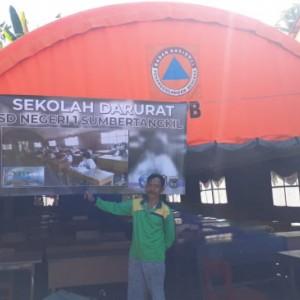 Miris, Siswa di Kabupaten Malang Harus Ujian di Bawah Tenda